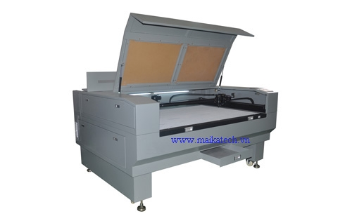 CCD FULL- AUTOMATIC POSITTIONING CUTTING MACHINE